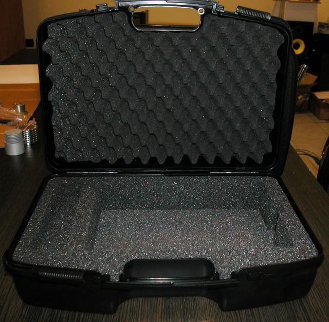 media market karaoke appareils accessoires valise originale capitonn e en abs pour megaplay. Black Bedroom Furniture Sets. Home Design Ideas